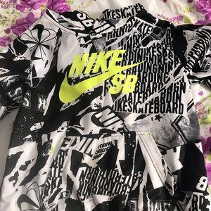Nike boys hoodie 10/12.